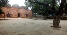 চাটমোহরে ৪৩৯ বছরের ঐতিহ্য তিন গম্বুজবিশিষ্ট `শাহী মসজিদ`