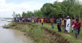 পাবনায় পদ্মা নদীতে নৌকাডুবি : নিখোঁজ ৪