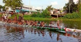 পাবনার ইছামতি নদীতে নৌকা বাইচ প্রতিযোগিতা