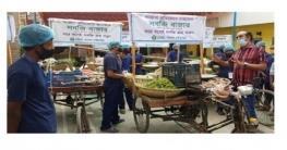 করোনা প্রতিরোধে পাবনা পৌরসভার উদ্যোগে ভ্রাম্যমান সবজি বাজার