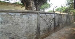 ঝুঁকিপুর্ণ সুজানগর খাদ্য গুদামের সীমানা প্রাচীর, দূর্ঘটনার আশংকা