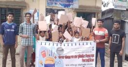 ফরিদপুরেশিশুদের মাঝে শিক্ষা সামগ্রী বিতরণ করলো'পাঠশালা'